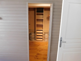 Master Guest Bedroom Ensuite Walk-in Closet